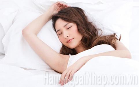 ngủ đúng cách tránh nhăn da